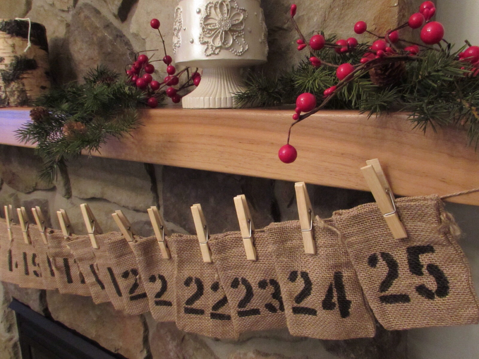 DIY-Burlap-advent-calendar-sparkleshinylove