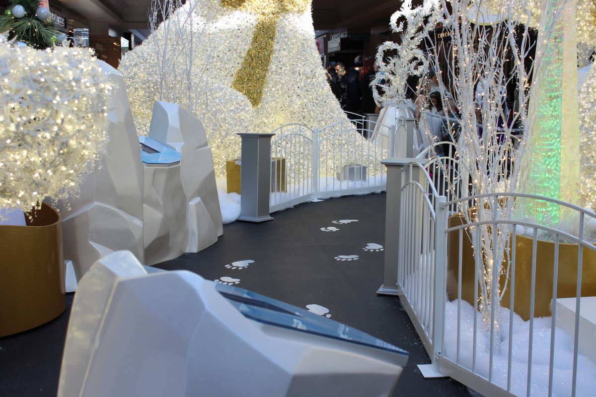 The Oshawa Centre Santa's Snowy Valley Holiday Experience + $100 Gift Card Giveaway!