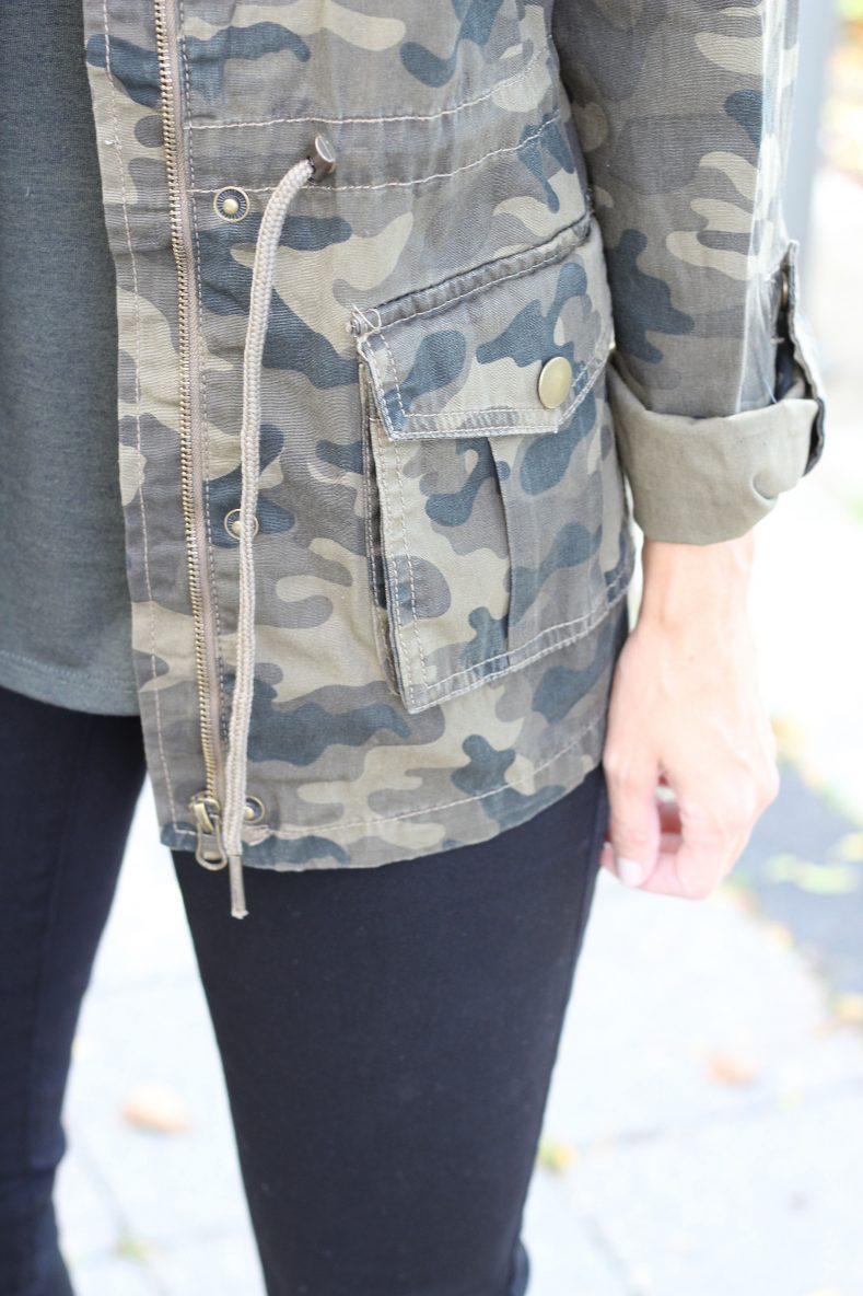 Camo-jacket-green-top-and-black-skinny-jeans-from-suzy-shier