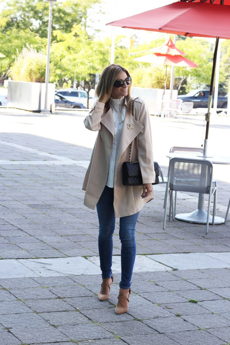 Light-layers-with-a-trench-coat-for-fall