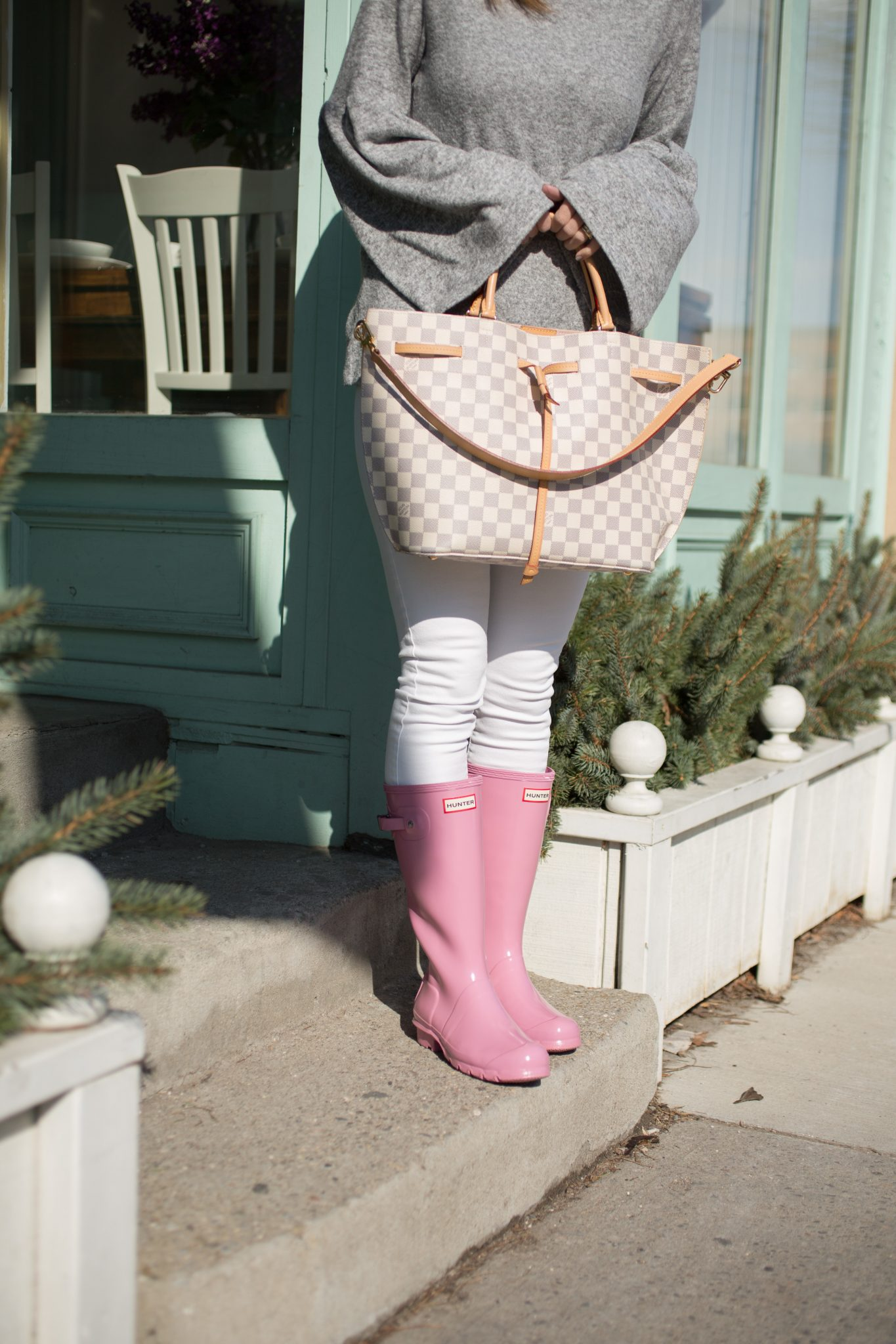 Zara Grey Bell Sleeve Top, White Jeans, Pink Hunter Boots, Louis Vuitton Girolata Bag