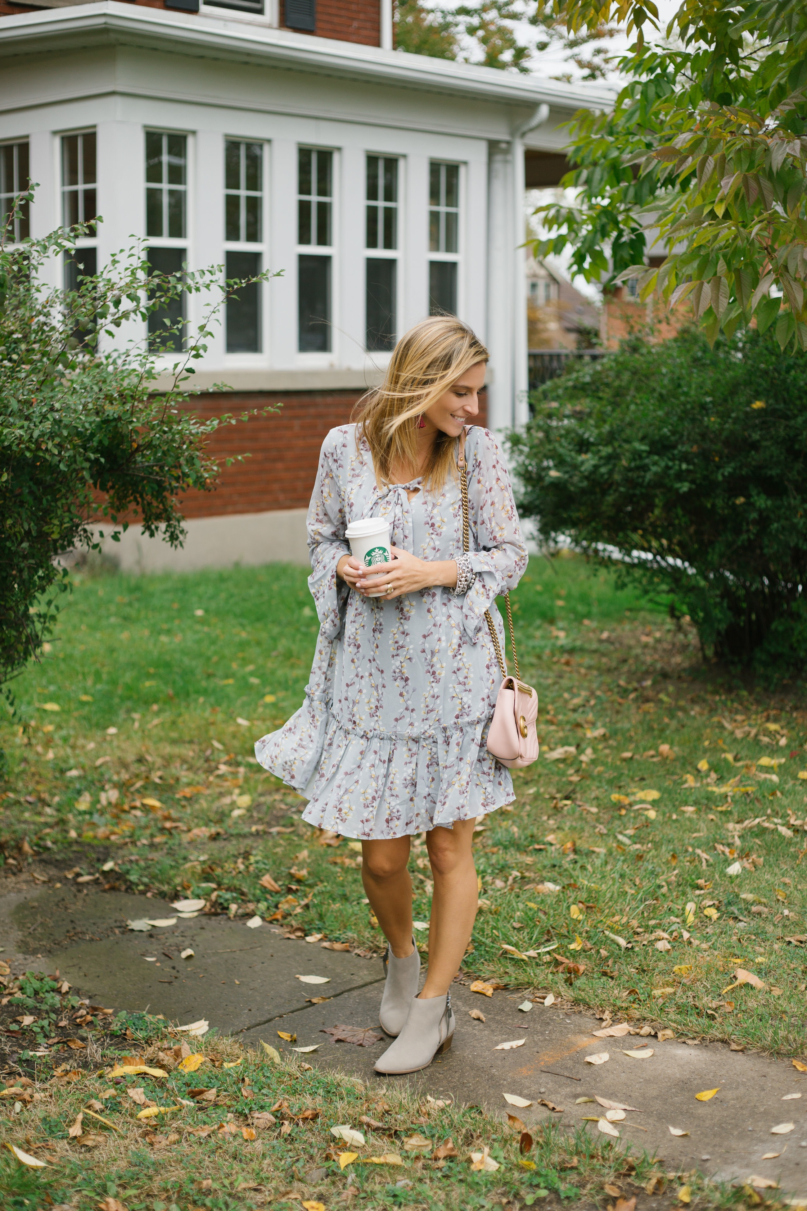 Pretty Fall dress with ankle boots