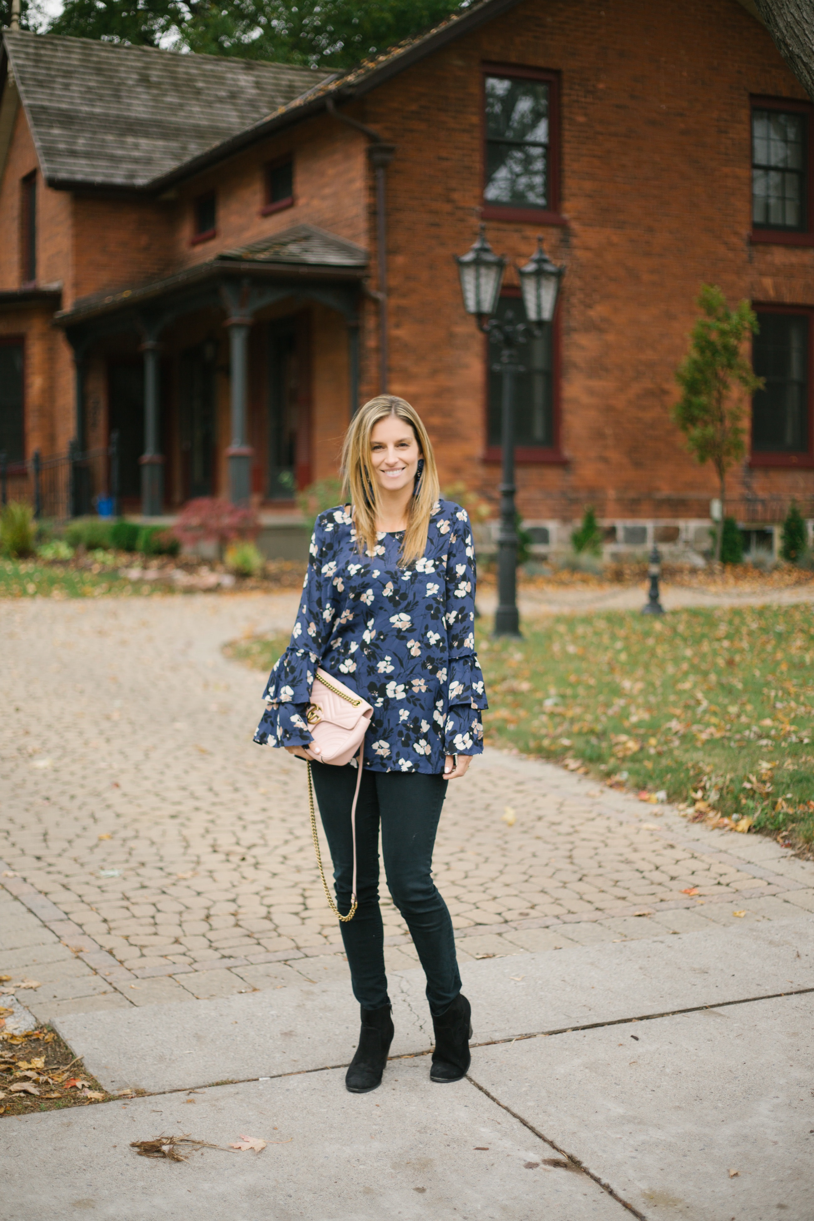 Fall outfit ideas with skinny jeans and ankle boots