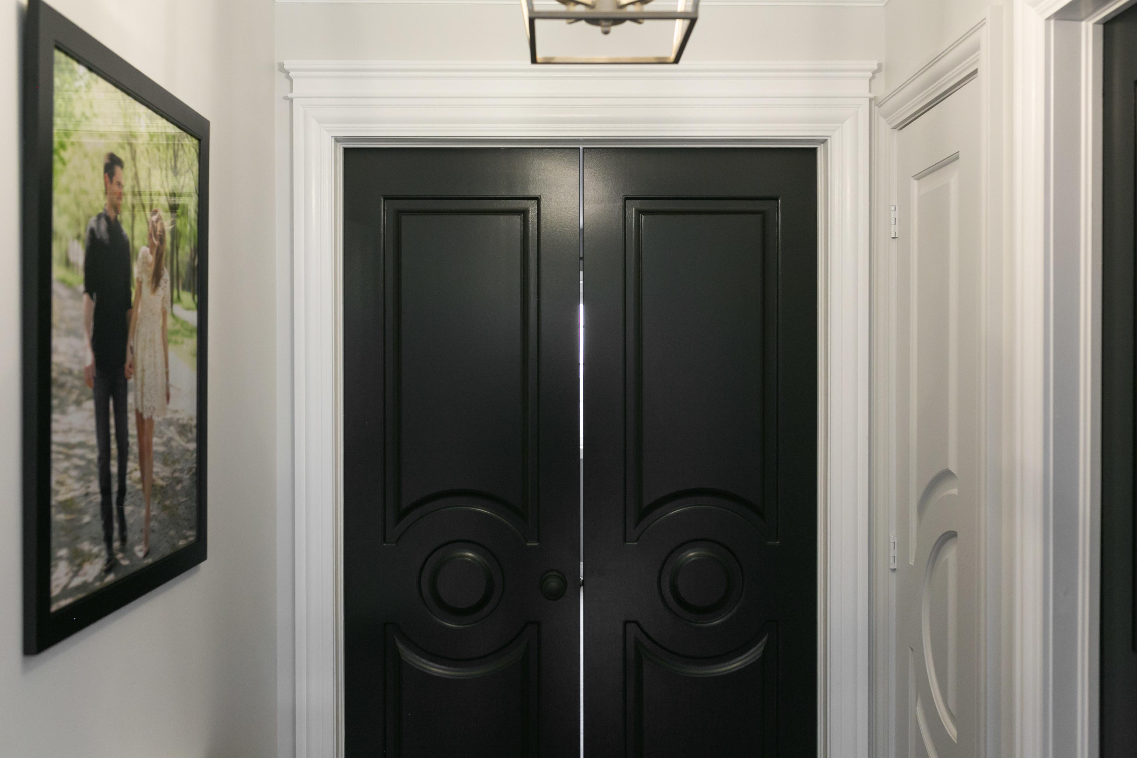 white hallway with black doors metrie sparkleshinylove