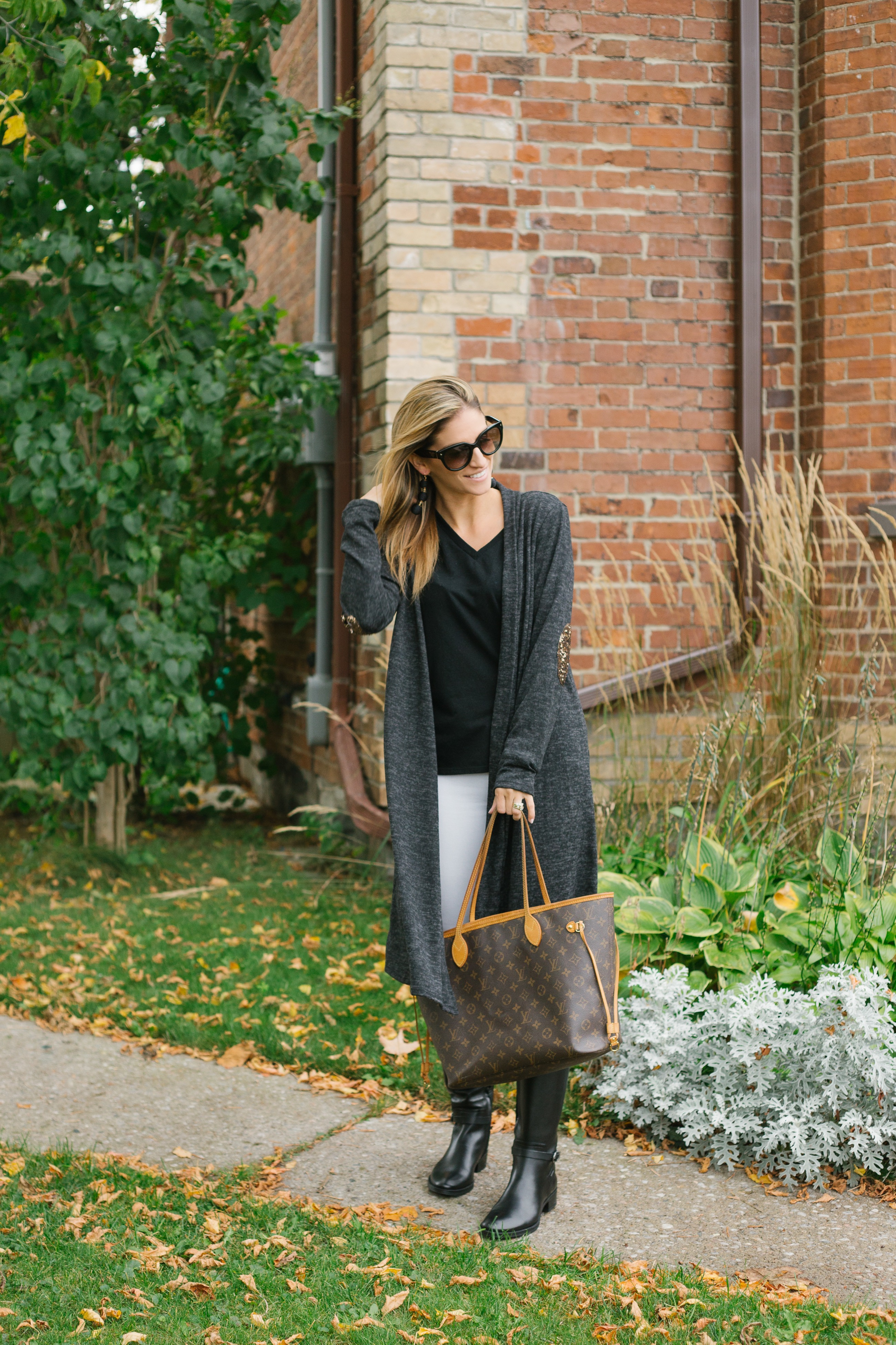Grey cardigan with sequin sleeve