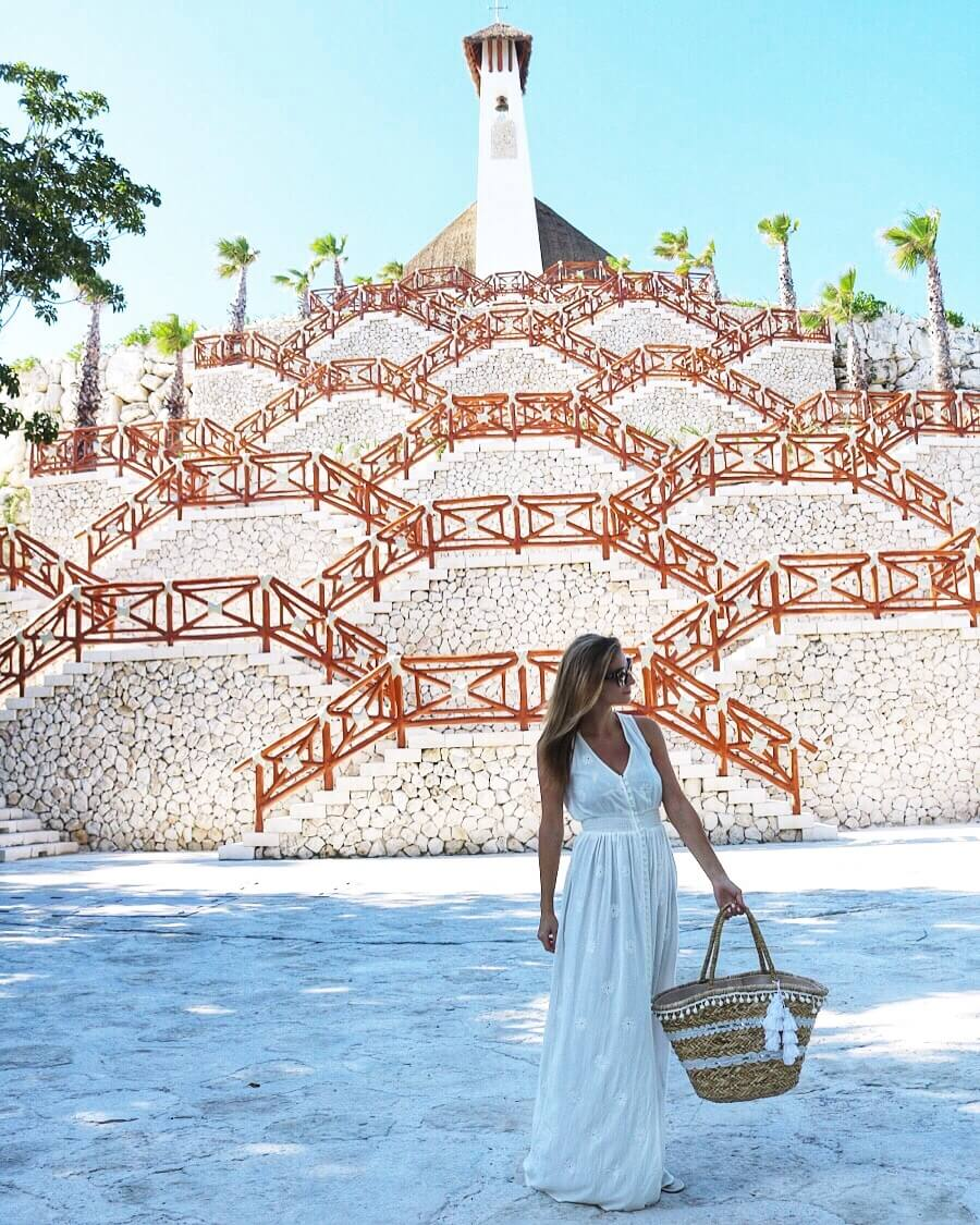 White maxi dress - what to wear on vacation sparkleshinylove