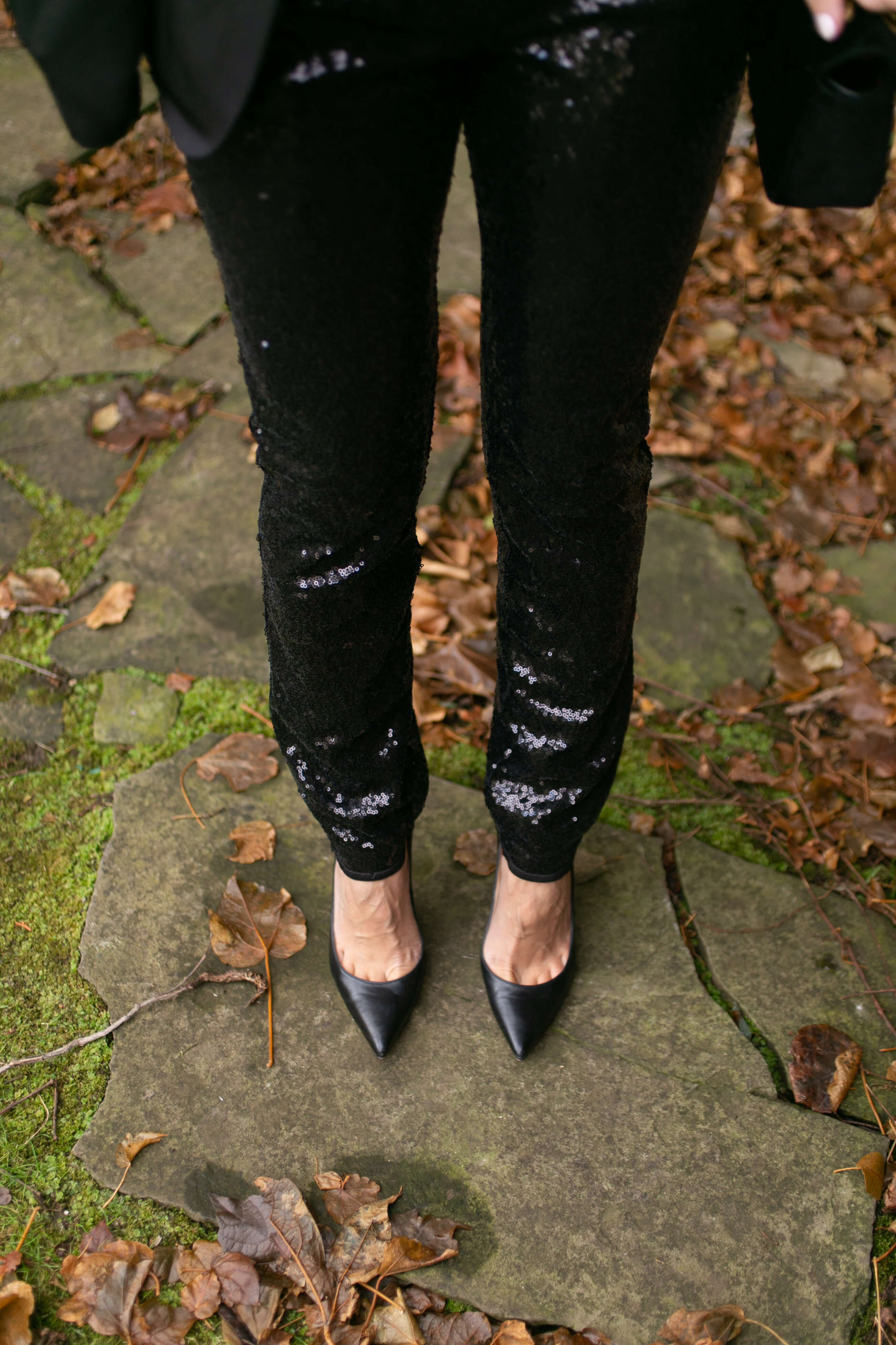 sequinned pants for the holidays; sequin suit holiday style; sparkleshinylove Mandy Furnis
