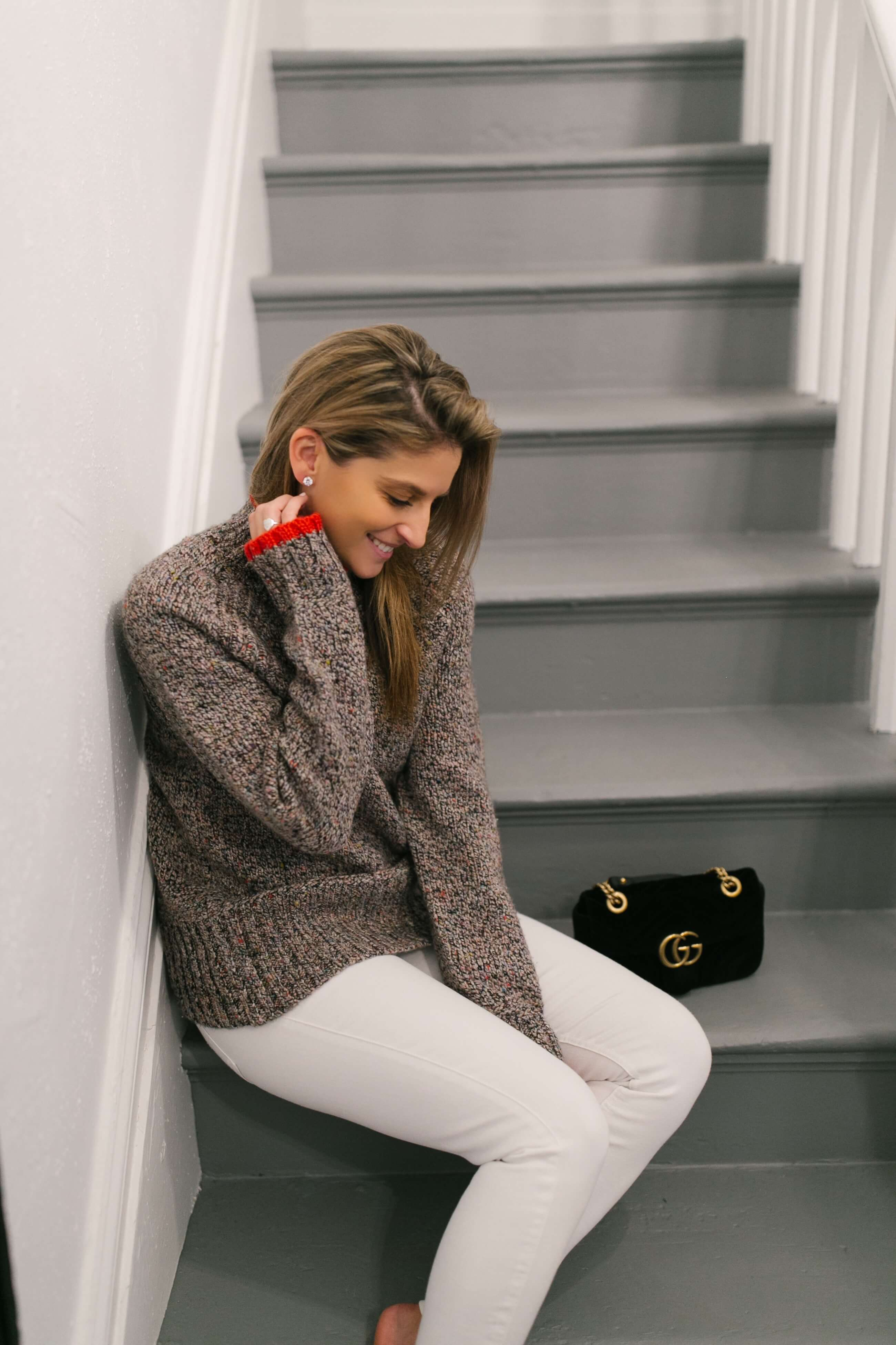 Cozy winter look; white jeans and a sweater