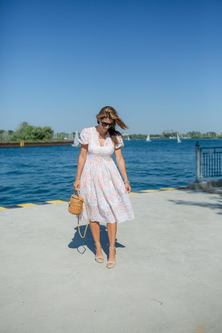 Pretty summer dress ; summer outfit ideas; mandy furnis sparkleshinylove