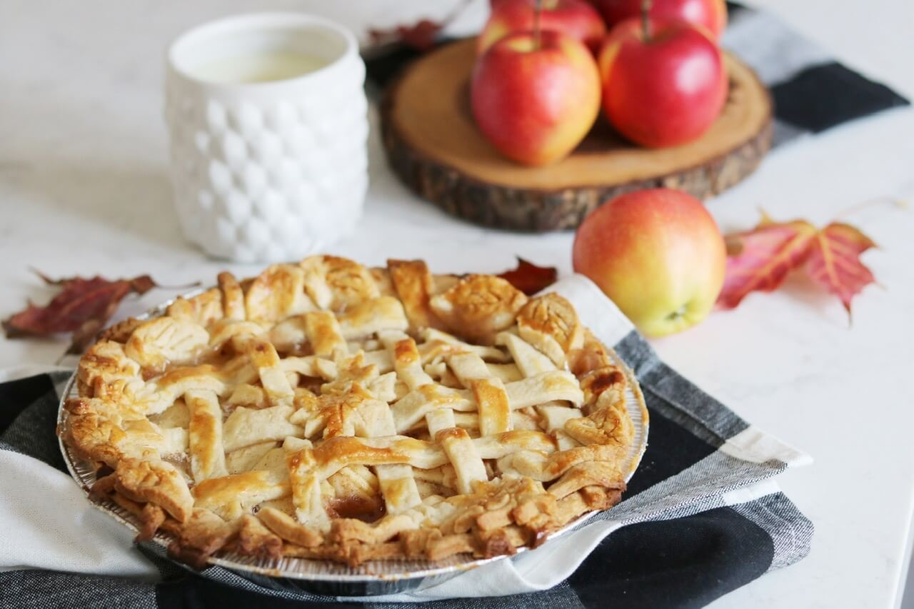 Apple Pie Cheat Recipe!  Quick and easy apple pie with a pretty crust design